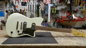 Roadrunner Guitars Contour Ivory For Sale